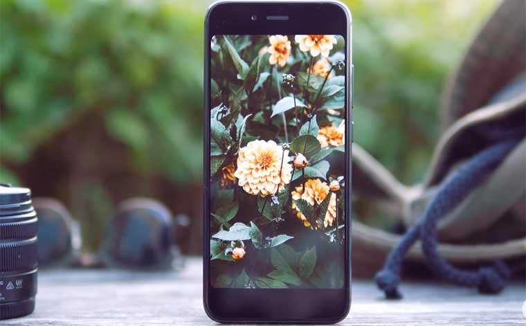 По дизайну Mi A1 немного напоминает iPhone 7 Plus