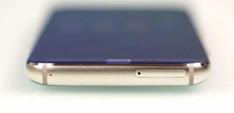 В руках Bluboo S8 легко удерживается